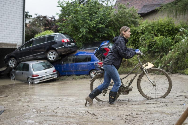 Am Vorabend trat der Bach über die Ufer: Überschwemmung in Kradolf-Schönenberg TG, Juni 2015. Foto: Gian Ehrenzeller (Keystone)