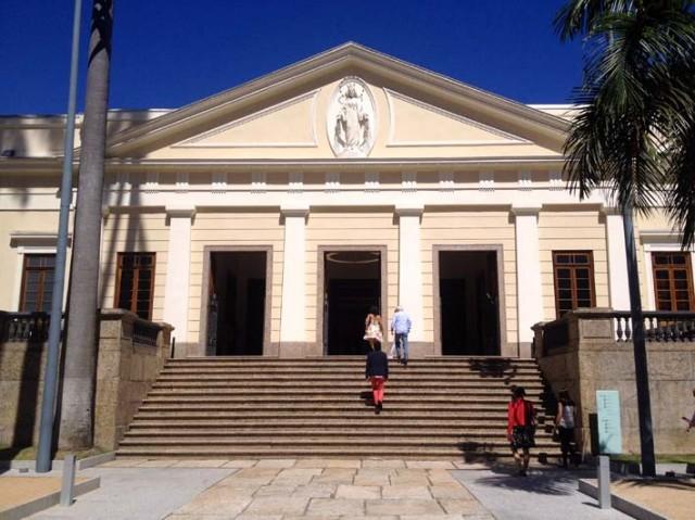 Imperialer Eingang: Casa Daros in einem ehemaligen Waisenhaus in Rio (Quartier Botafogo)