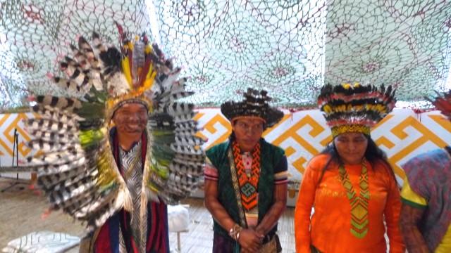 Die Botschafter ihrer Kultur: Links mit dem charmanten Lächeln der Schamanensohn Txana