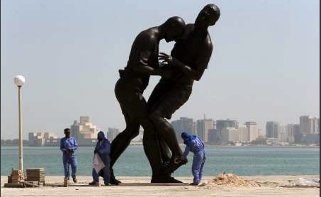 Die der «Idolatrie» angeklagte Skulptur von Abdemessed wird aus Doha (Katar) entfernt