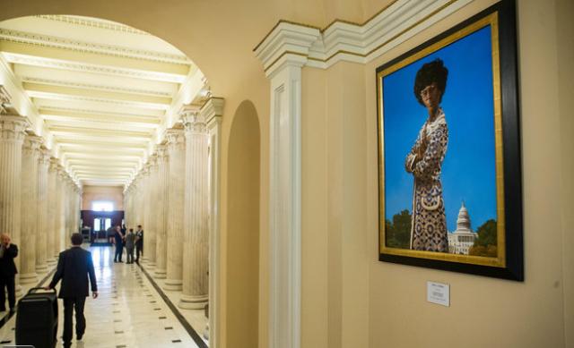 Die Abgeordnete XY in den Couloiren des Capitols