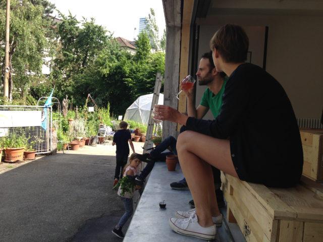 Friedliche Aussicht ins quartier: Ins Grüne schauen aus der Box heraus