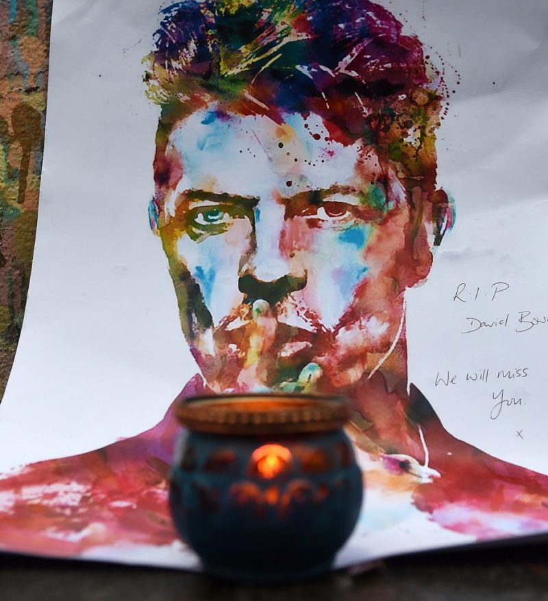 «We will miss you»: Zeichnung von David Bowie am Geburtsort des im Januar 2016 verstorbenen Sängers. (Keystone/Andy Rain)