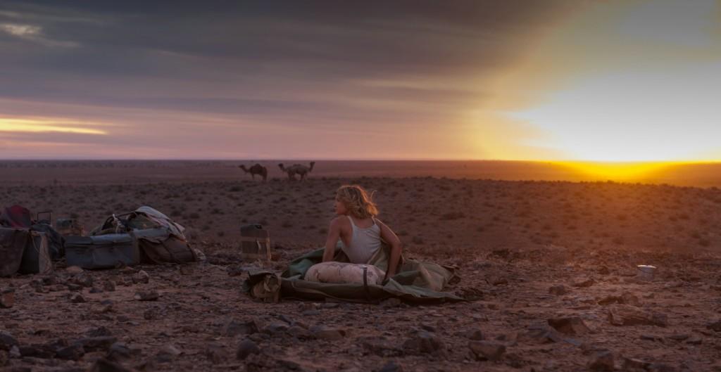 Der Star ist die Landschaft: Robyn allein in der Wüste. (Bilder: Ascot)