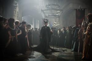 Unheilvoll: Maleficent vor dem Fluch im königlichen Schloss.