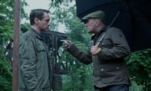 Sohn und Vater: Hank wird vom Richter beschimpft.