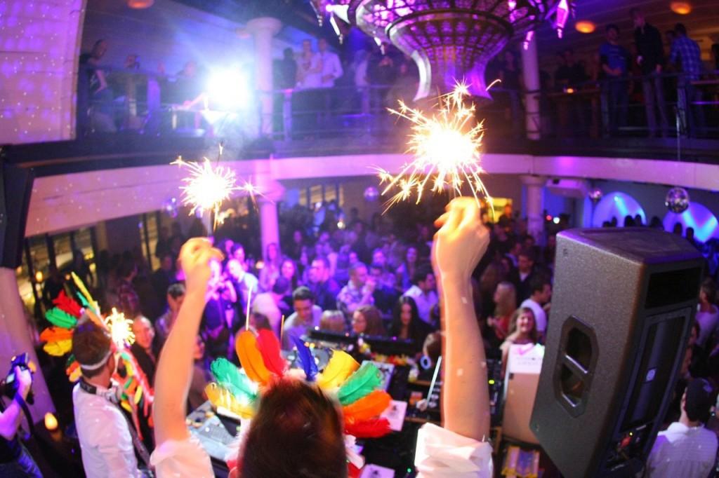Disco-Indianer: Dominique Heller und Robin Rehmann im Basler Atlantis, wo 2011 die erste «Party Hart»gefeiert wurde.