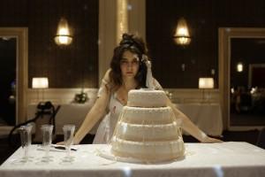 Eine Braut läuft Amok.