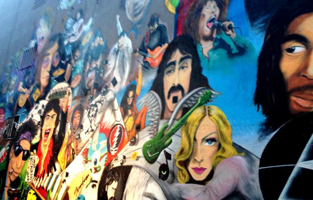 Man merkt an manchen Stellen, das Albert Hoffmann in Basel das LSD erfand. Graffiti in der Nähe des Lunique.