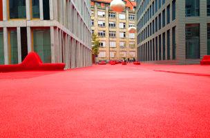 Kunst in St Gallen: Nimmt viel Platz ein. Und ist rot.
