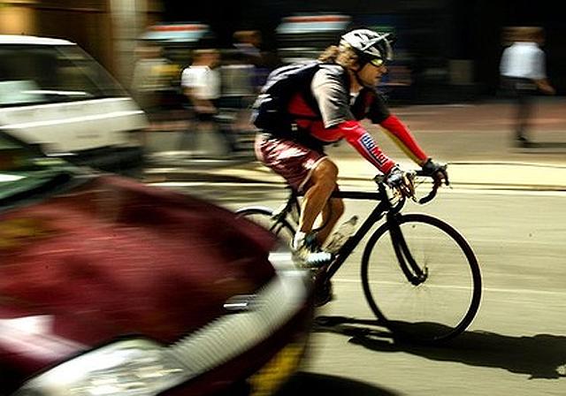 In der Hektik des Stadtverkehrs Zeit für kreative Beschimpfungen: Velofahrer.