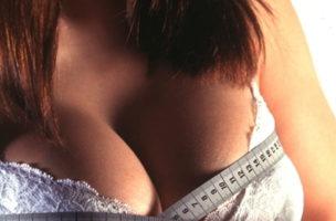Echt oder nicht? Fremde Brüste verändern meine Realität.
