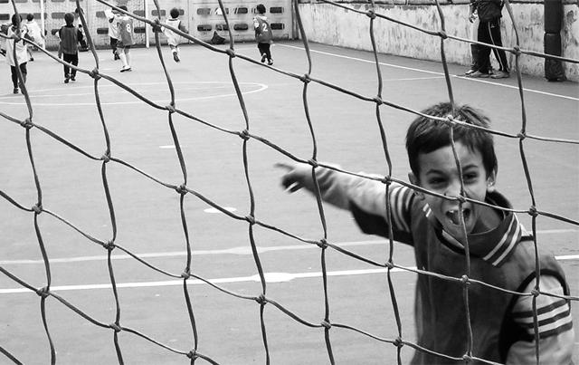 Begeisterung und Disziplin? Fussball ist für Kinder sozialer Massstab.