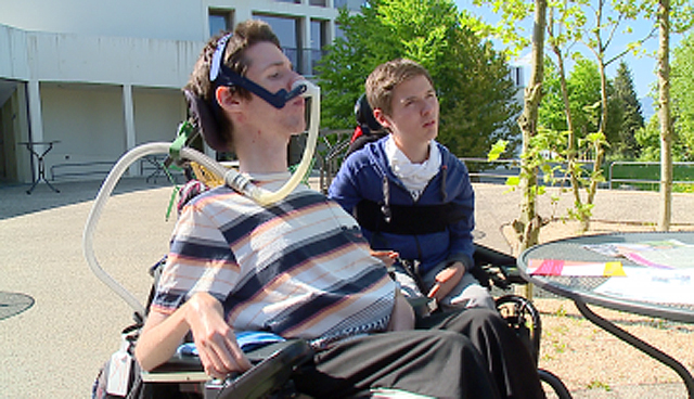 Amir und Lukas wollten mit eigenem Mobile an die Street Parade. (Bild : Tele Züri)