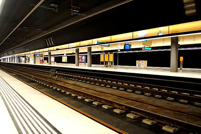 Moderne Bahnhofsarchitektur ohne Menschen hat immer etwas Futuristisches.