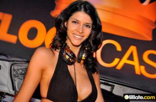 DJane Schäfer: Es war schwierig, ein Bild zu finden, auf dem sie Kleider trägt. Foto: tilllate.com