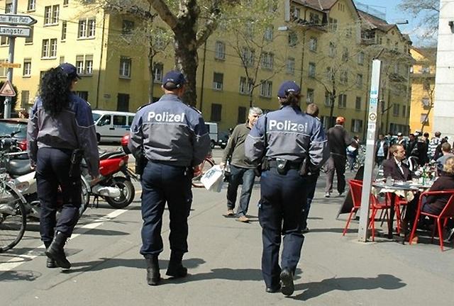 Freund und Helfer oder  Feindbild: Die Stadtpolizei.