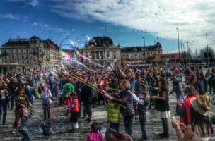 «Aufruhr, Widerstand! Es gibt kein ruhiges Hinterland! Seifenblasenaufstand (Bild: Michael Caviglia /FB)