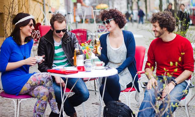Die richtigen Klamotten, die richtigen Marken, die richtigen Cafes, die richtigen Freunde: Zugehörigkeit erzeugt Selbstwert.