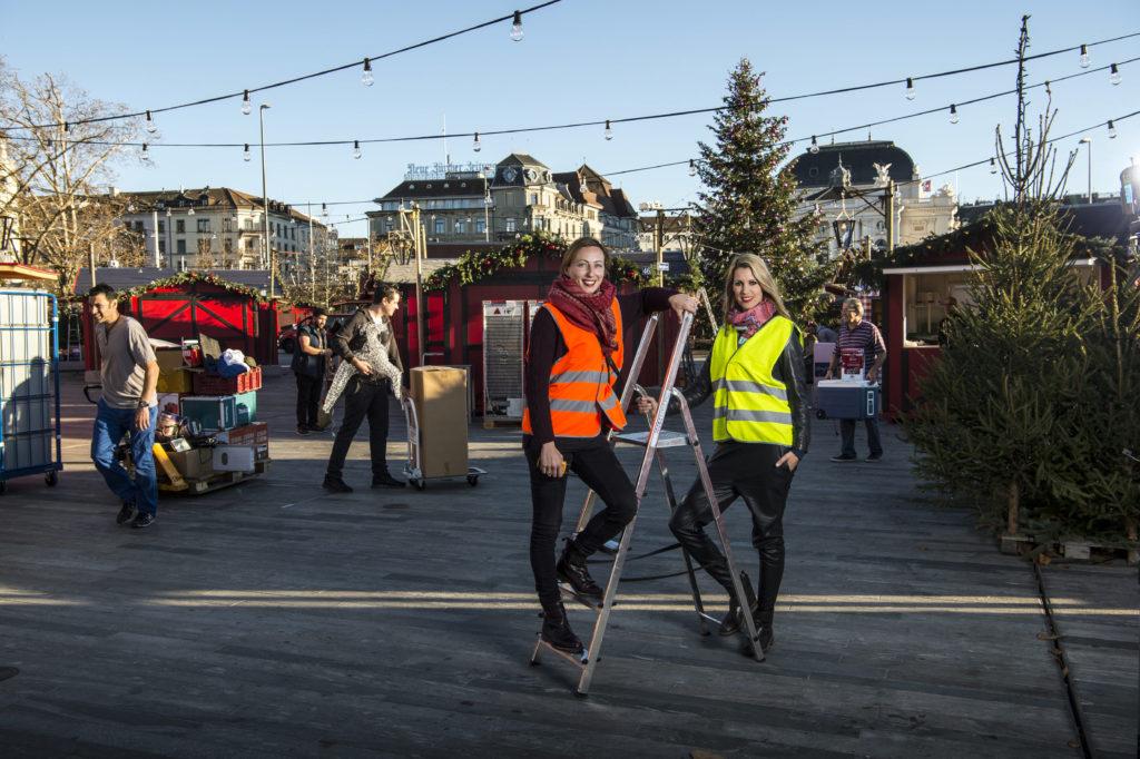 Vania Kukleta und Kaja Weber, die beiden Initiantinnen des Weihnachtsmarkts auf dem Sechseläutenplatz. (Bild: Reto Oeschger)