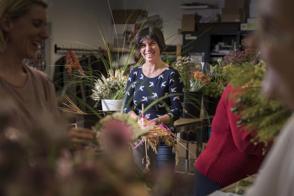 Den Zürcher Floristen schlecht. Jedes Jahr verschwinden einige Geschäfte. Sogar die Fest- und Hochzeitsmesse hätte beinahe ohne Blumen stattfinden müssen. Floristin Claudia Martin-Fiori kann sich da nur wundern. (Foto: Thomas Egli)