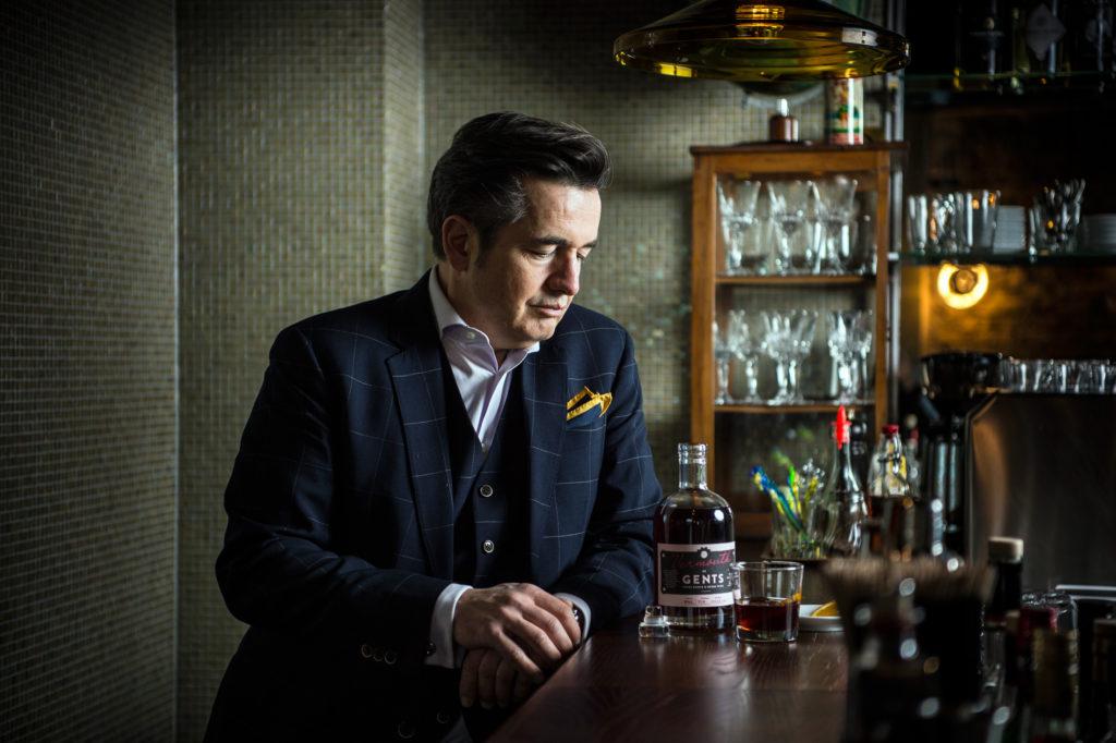 Der Journalist HG Hildebrandt hat für seine Getränkemarke einen Vermouth lanciert. Das Ur-Rezept dazu stammt auf einer Zürcher Apotheke. (Foto: Reto Oeschger)