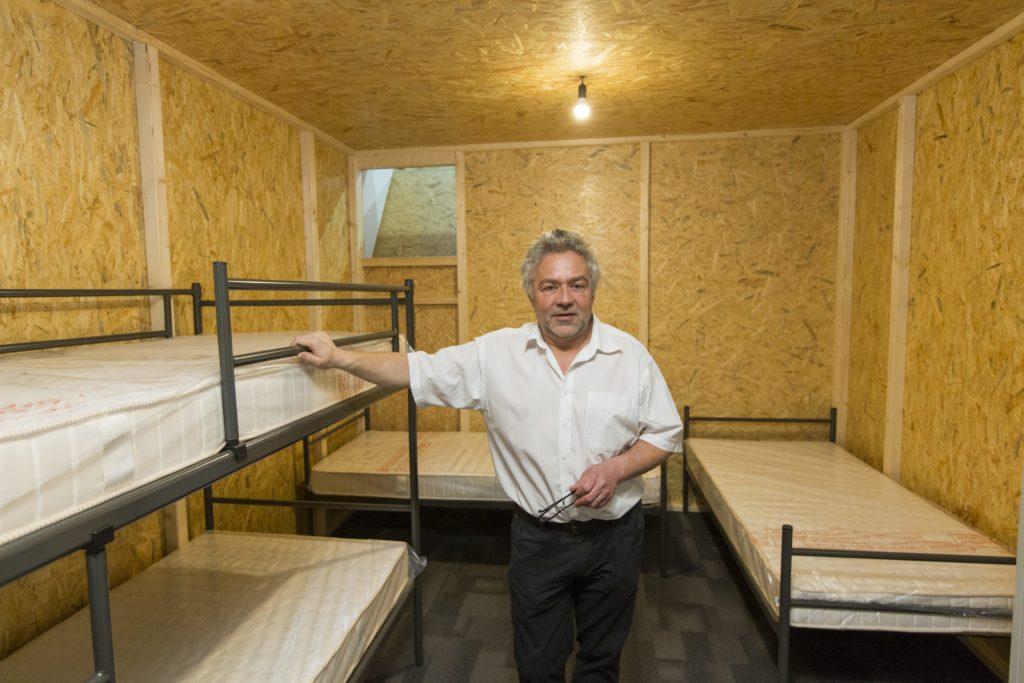 Die ersten Flüchtlinge zogen diese Woche in die Messehalle in Oerlikon in ihre Holzhäusschen ein. Thomas Kunz, Direktor der Asylorganisation Zürich bezeichnet Lärm als mögliche Schwierigkeit. (Foto: Patrick B. Kraemer)