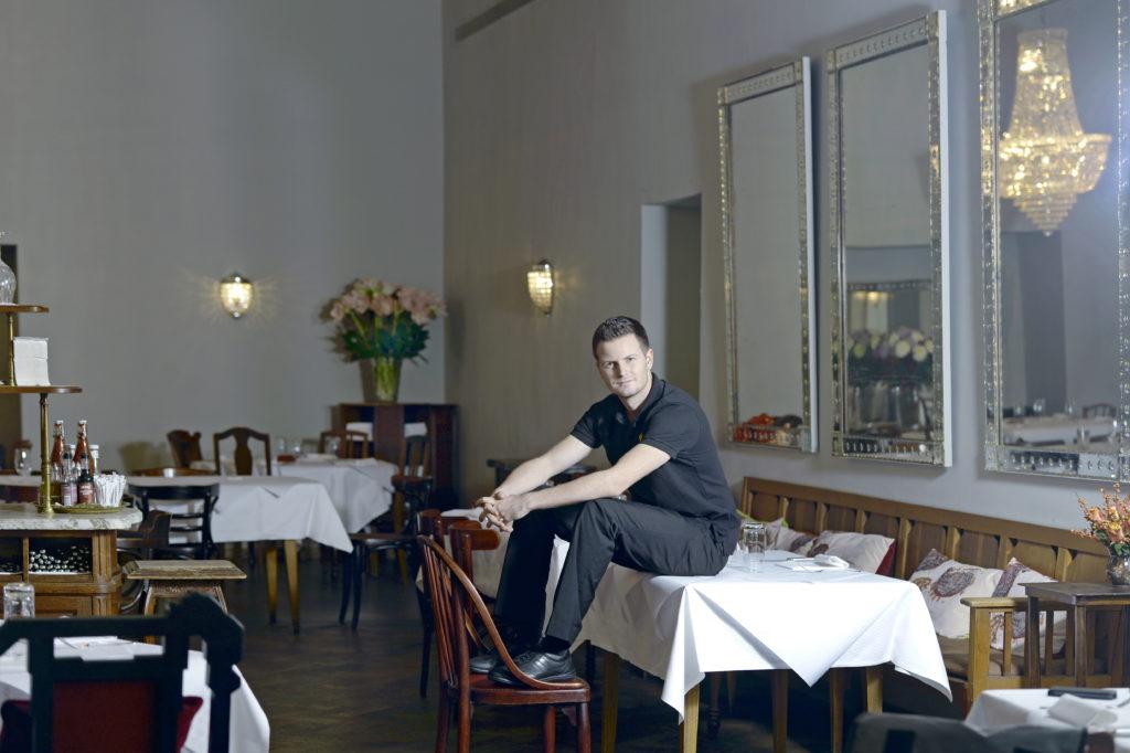 Einige Stammgäste hatten Mühe, sich an die Kreationen aus seiner Küche zu gewöhnen: Spitzenkoch Pascal Schmutz (16 Gault-Millau-Punkte) verlässt das Restaurant Kaufleuten auf Ende März. Er will sich künftig neuen Gastro-Projekten widmen. (Foto: Doris Fanconi.