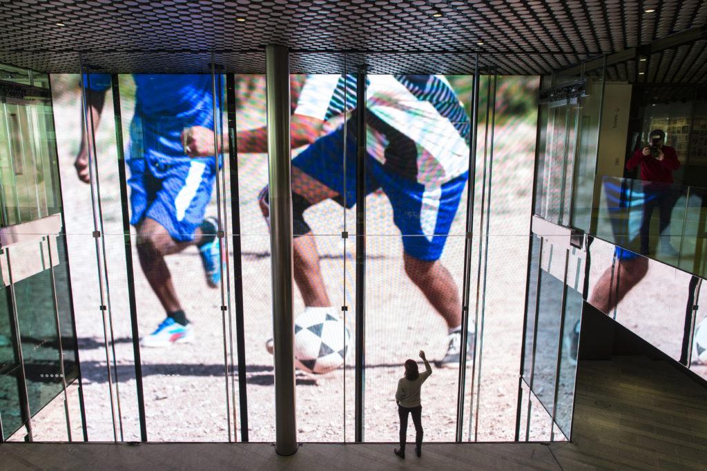BILD: RETO OESCHGER, ZÜRICH, 24.02.2016 RESSORT: BB Eröffnung FIFA-Museum in der Enge Big Screen beim Entree, Eingang
