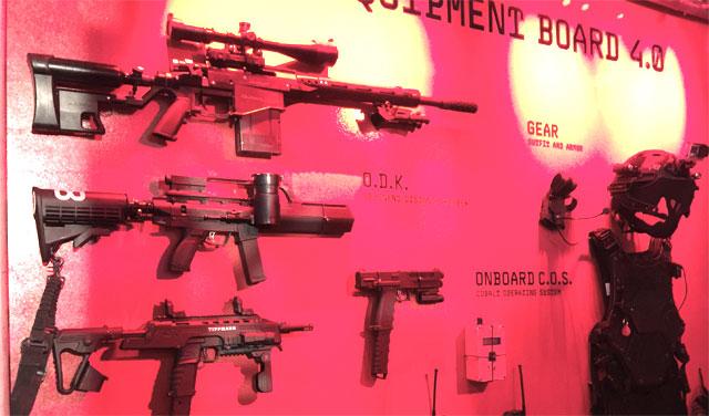 Spielzeugpistolen für grosse Buben. Ein bisschen lächerlich.