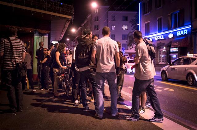 Langstrasse Zürich, Impressionen Nachts um halbeins, 5.8.2012, © Dominique Meienberg