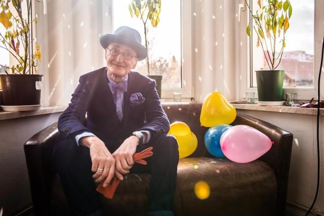 Günther Krabbenhöft, 70, Partygänger. Zu sehen im neuen Clip des Zürcher Musikers Wandervogel.