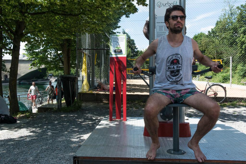 Muskeltraining unter freiem Himmel: Am Letten können sich Sportbegeisterte so richtig austoben. Foto: Raisa Durandi Zum Artikel