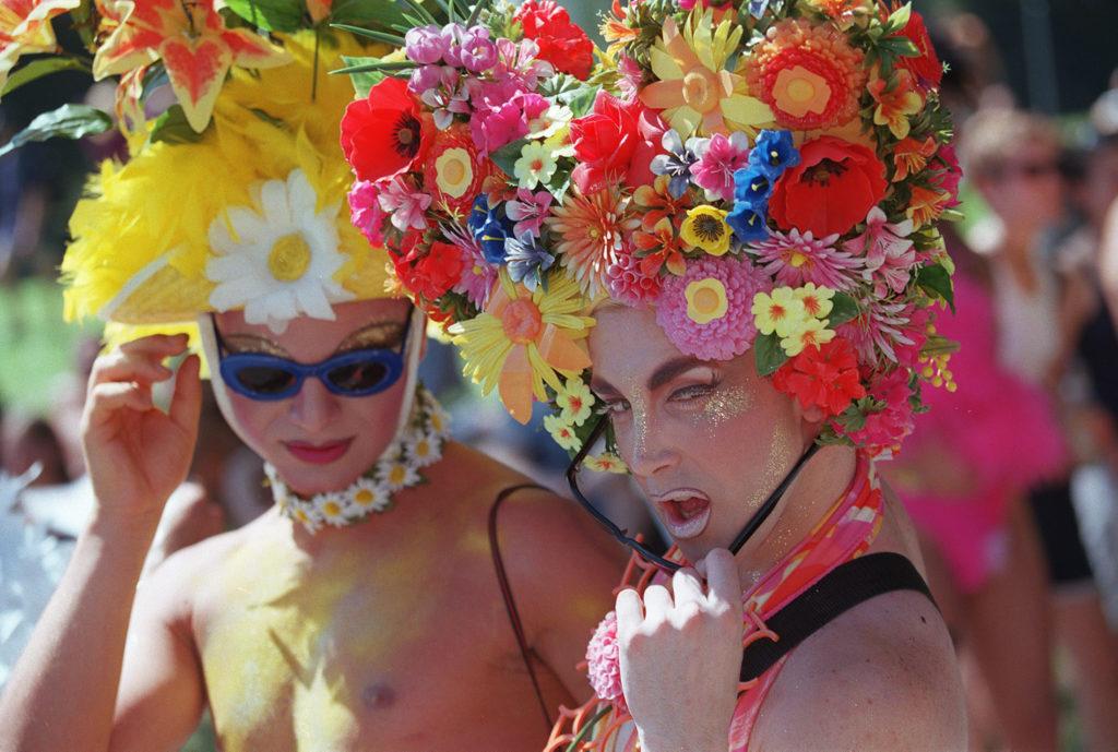 Morgen rollt und tanzt zum 25. Mal die Street-Parade durch Zürich. Nur noch Nostalgie oder ist da immer noch gesellschaftliche Bedeutung im Spiel? Und wie steht es eigentlich um die Rave-Kultur? Ein TA-Quiz gibt Aufschluss. (Foto: Michele Limina/Keystone) Zum Artikel