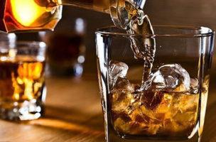 Da ist noch jede Menge mehr im Glas als nur das Getränk.