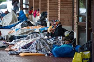 Flüchtlinge bei Ankunft in Como.