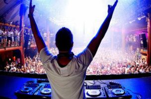 Die meissten ClubberInnen erkennen ihre Lieblings-DJs nicht an ihrer Musik.