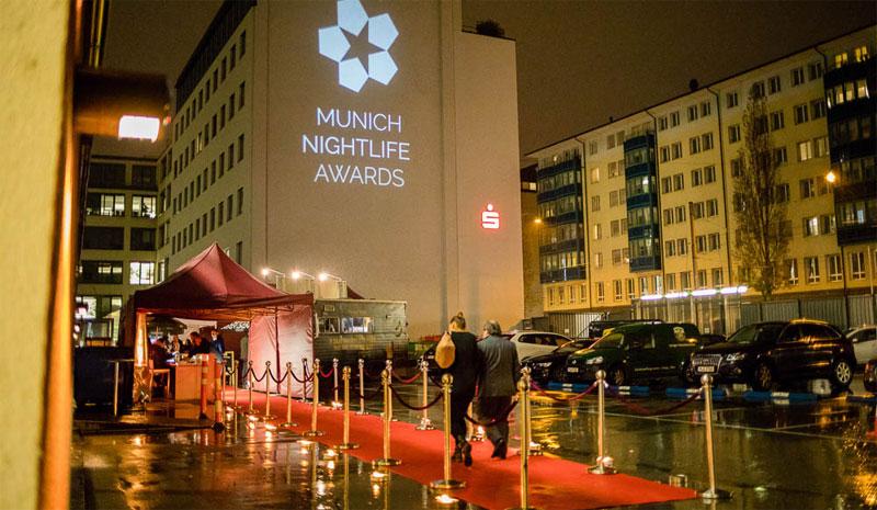 Mit rotem Teppich und allem Schickeria-Pipapo. Münchner Nightlife Awards.