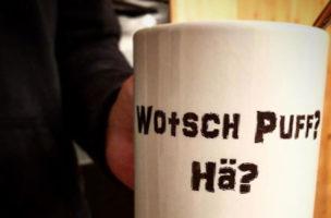 Unser Autor hat sich bereits mit entsprecehndem Arbeitswerkzeug (Kaffeetasse) ausgerüstet.
