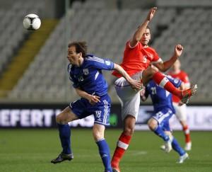 Eren Derdiyok (r.) im Spiel gegen Zypern, 23. März 2013. (Keystone)