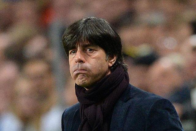 Warum so sorgenvoll? Deutschlands Trainer Joachim Löw während des Schweden-Spiels.
