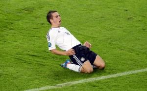 Philipp Lahm feiert an der EM in Polen einen Treffer, 22. Juni 2012. (EPA/Bartlomiej Zborowski)