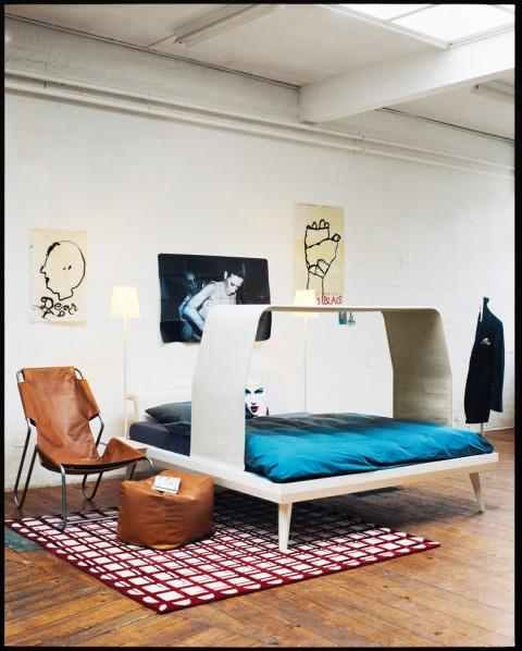 8 ATELIERATMOSPHÄRE, DIE INSPIRIERT:  Auch die Schweizer Firma Pfister hat ihre Atelier-Kollektion in einem industriellen Umfeld inszeniert. So wirkt Design lebensnah, kreativ, funktionell, genau das, was es auch sein möchte. Siehe Links.