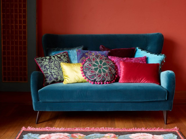 Sofas archive sweet home for Home sweet home sofa