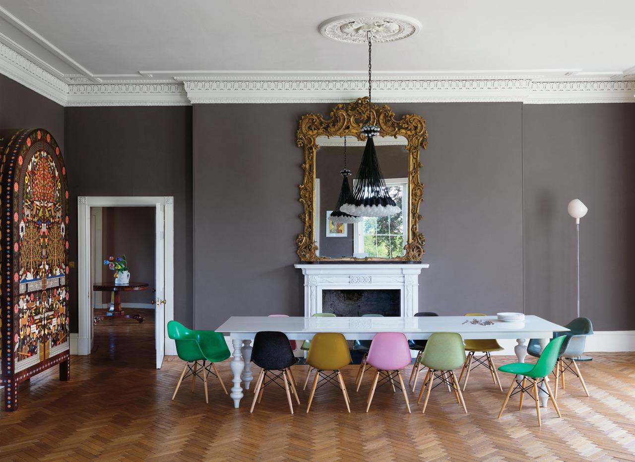 Good Esszimmerstuhle Verschiedene Farben #7: Wir Begegneten Ihm Auch Bei Einigen Sweet-Home-Hausbesuchen. Hier Zeigt Er  Sich In Ganz Unterschiedlichen Farben Mit Viel ...
