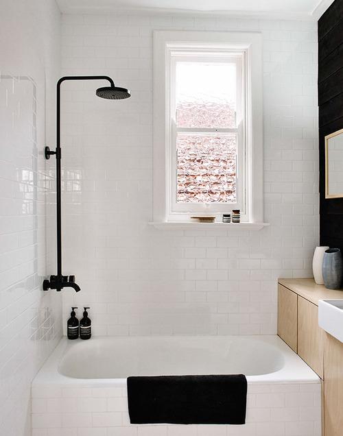 Das Bad Ist In Vielen Wohnungen Eine Problemzone. Mit Wenig Aufwand Und Ein  Paar Einfachen Stylingtricks Können Sie Jedoch Auch Ein Ganz Normales  Badezimmer ...