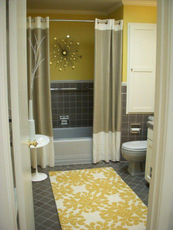 Auch Ein Langweiliges Bad Kann Mehr Wohnlichkeit Bekommen. Ein Hübscher,  Waschbarer Teppich, Ein Selbst Genähter Duschvorhang, Ein Beistelltischen  Und ...