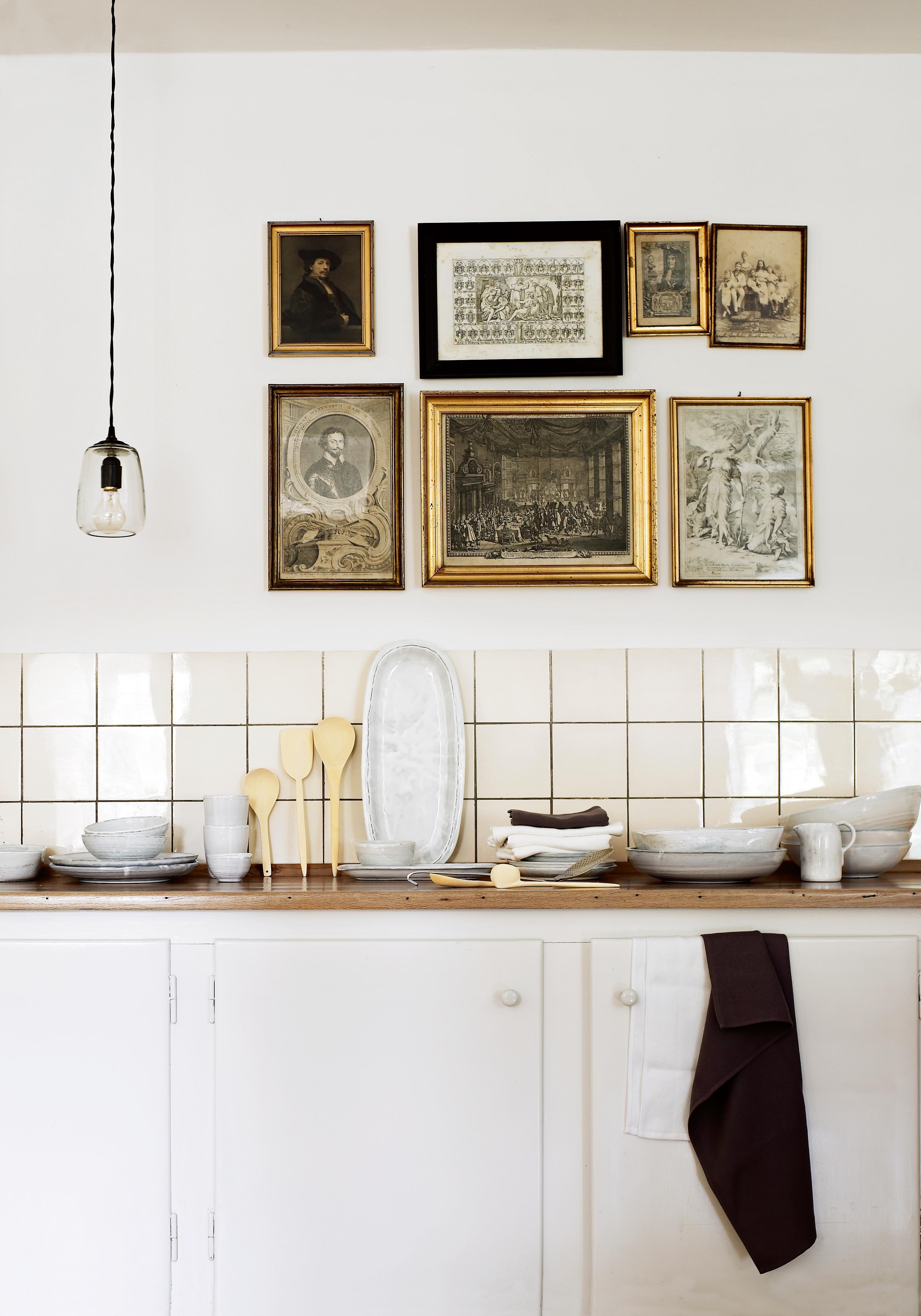 Eigentlich Möchte Uns Die Dänische Firma Tine K. Home Mit Diesem Bild Ihre  Schöne Geschirrkollektion Vorstellen. Doch Wir Sind, Genauso Wie Das  Fototeam, ...
