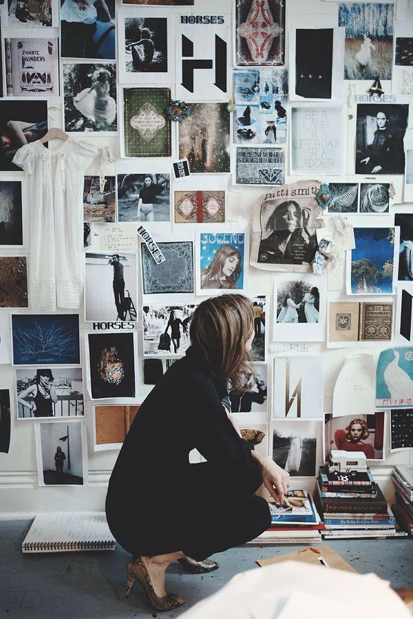 Designer Und Kreative Machen Meist Moodboards, Die Sie Wiederum Zu Neuen  Projekten Und Ideen Inspirieren. Im Echten Leben, In Arbeitszimmern Und  Ateliers, ...