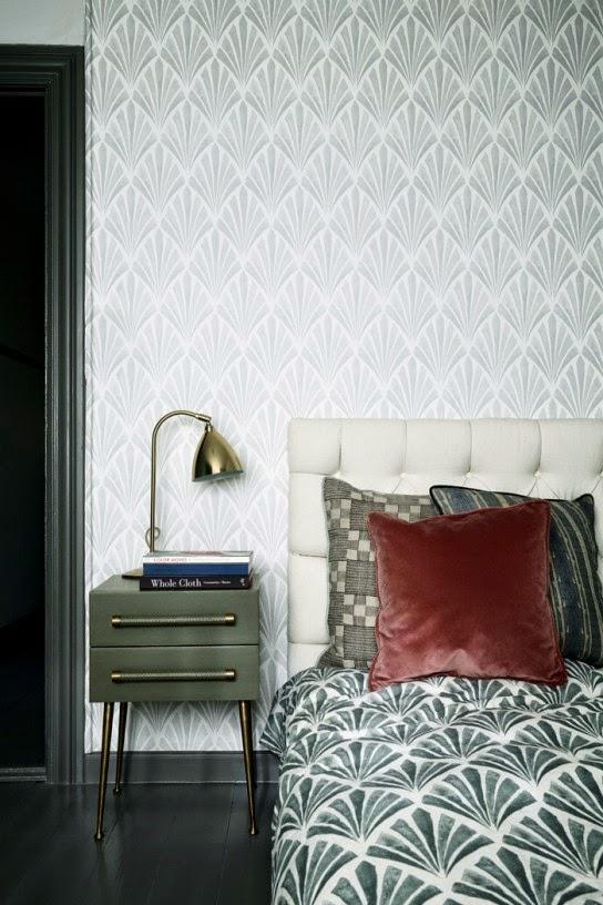Dieser Mitternachtsblaue Schlaftraum Von Bonaldo Ist Ein Tolles Beispiel  Dafür. Das Hohe Kopfteil Verleiht Dem Bett Zugleich Etwas Königliches Und  Privates.